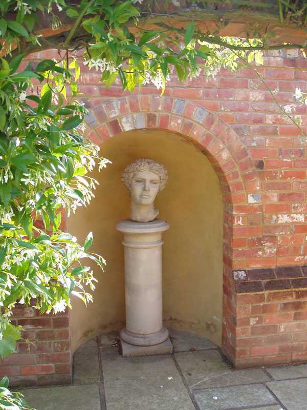 Private Garden, Surrey, image 3